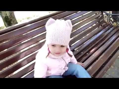 Детская шапка с ушками и снуд спицамиchildrens knitted snood and hat