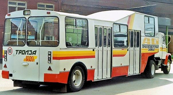 Как из ЗИЛа и троллейбуса сделали автобус для аэропорта Необычный по виду автопоезд двухосный тягач ЗИЛ-4421 плюс пассажирский полуприцеп Тролза-6020 показали на Московском автосалоне 1994 года.