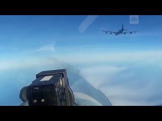 Российские Су-27 отогнали американских бомбардировщиков