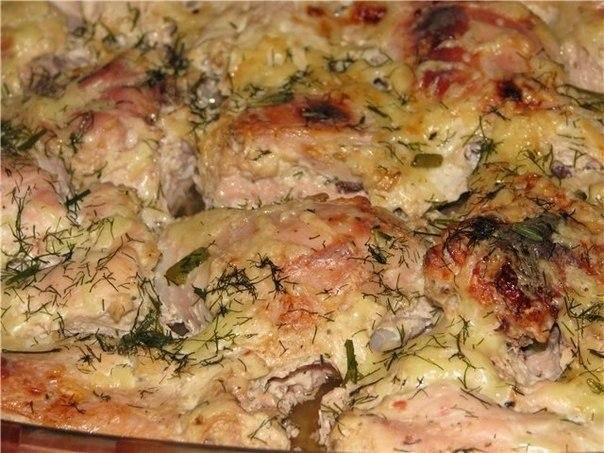 Фото: Курица в кефире<br><br>Продуктов минимум, а вкус - ну просто изумительный!<br><br>Ингредиенты:<br>- 1 курица<br>- 0,5-0,75 л кефира<br>- соль, приправ