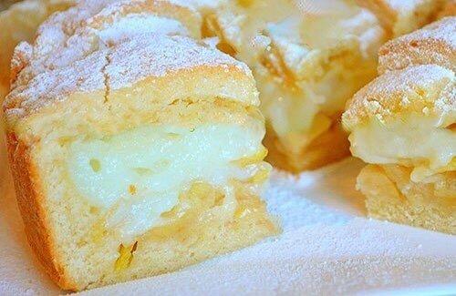 Изумительный Яблочный пирог с Пикантным заварным кремом Нужно:Тесто:1 яйцо2 ст. ложки сметаны180 гр. сливочное масло150 гр. сахар0,5 ч. ложки разрыхлителящепотка соли360 гр. мукаКрем:350 мл