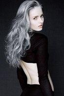 ...покраску волос в пепельный цвет необходимо производить в...