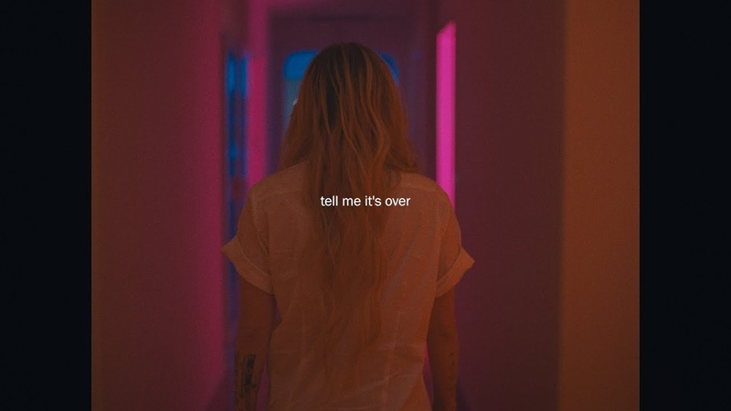 Avril Lavigne - Tell Me Its Over