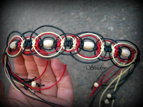 браслет из вощеного шнура.