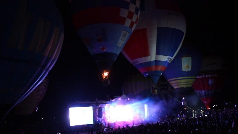 Финальным выступлением был незабываемый «Танец слонов». Девять светящихся тепловых аэростатов под мировые рок-хиты ритмично отры