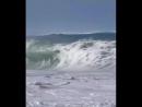 Уау, 😲 вот это волны! Классно им, а мне как то страшно немного!