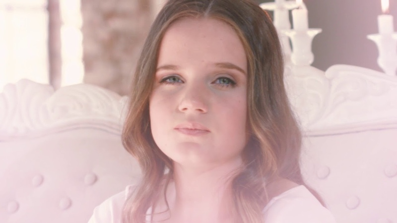 Amira Willighagen - In The Stars