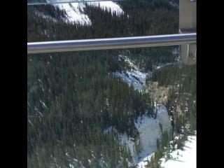 Там открывается вид на тысячелетние ледники с высоты 450 метров! А под ногами прозрачное стекло ?