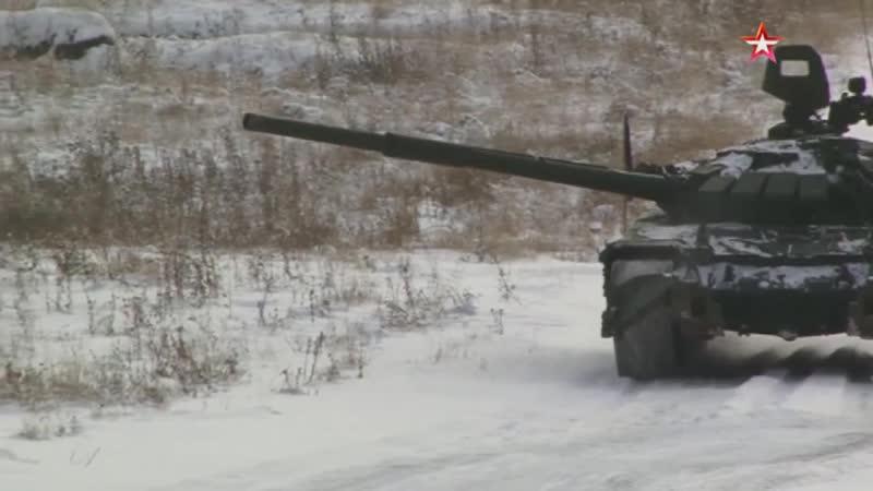Танковые экипажи отработали фланговую стрельбу