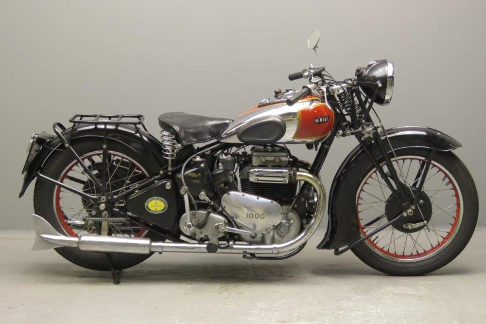 Старинный мотоцикл Ariel 4G 1938