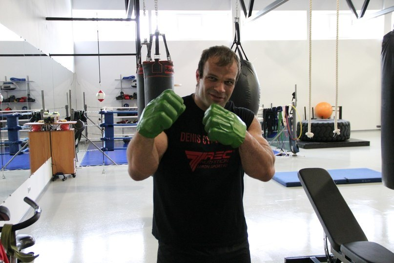 Denis Cyplenkov with Hulk gloves, boxing │ Photo Source: Denis Tsyplenkov
