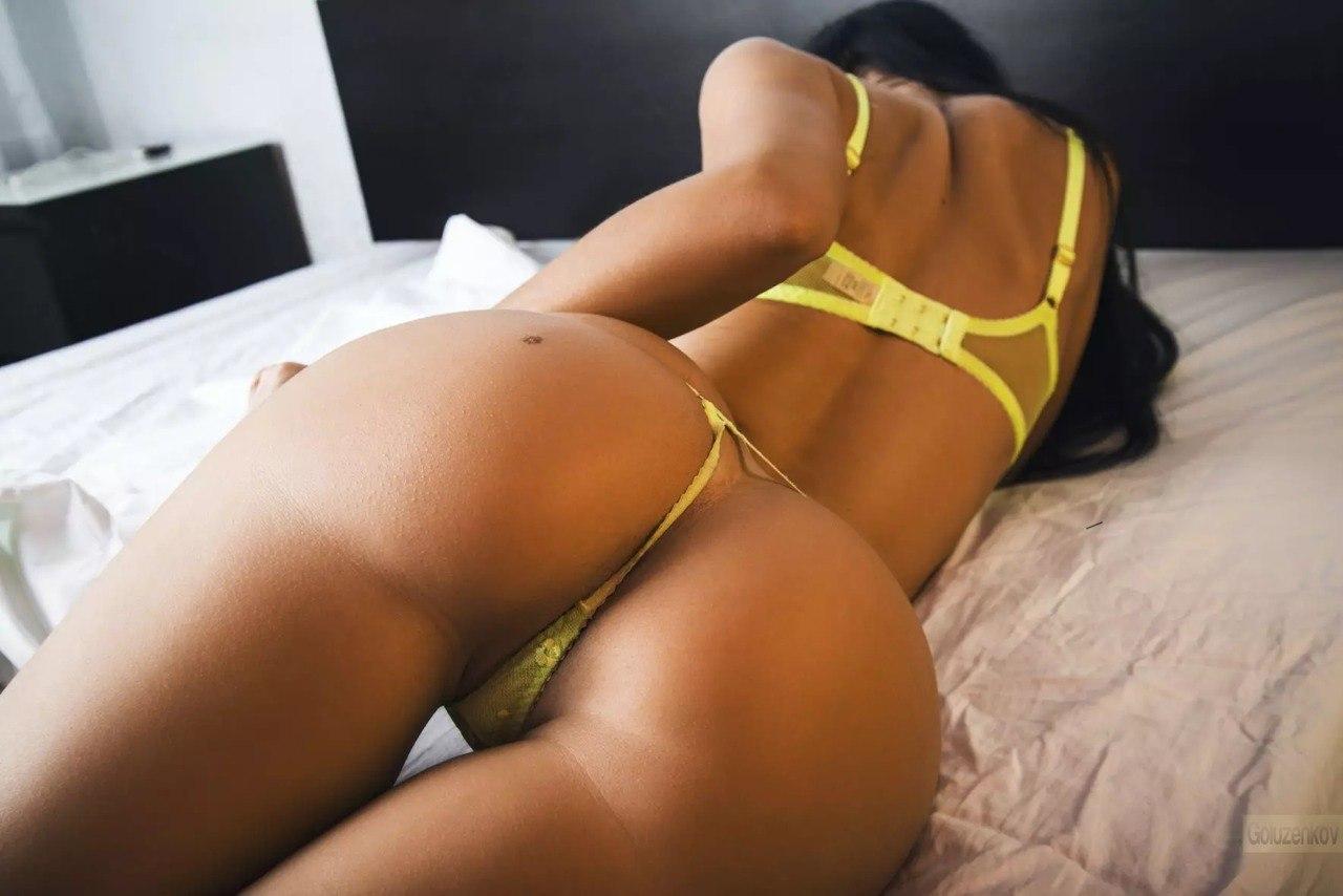 Фото женская попа в стрингах 19 фотография