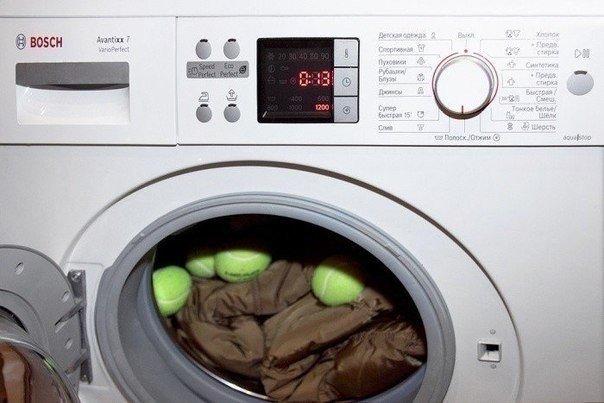 Как стирать любимый пуховик, чтобы потом не выкинуть его в мусор? Давайте разберемся.  Перед тем, как стирать пуховик, его необходимо..