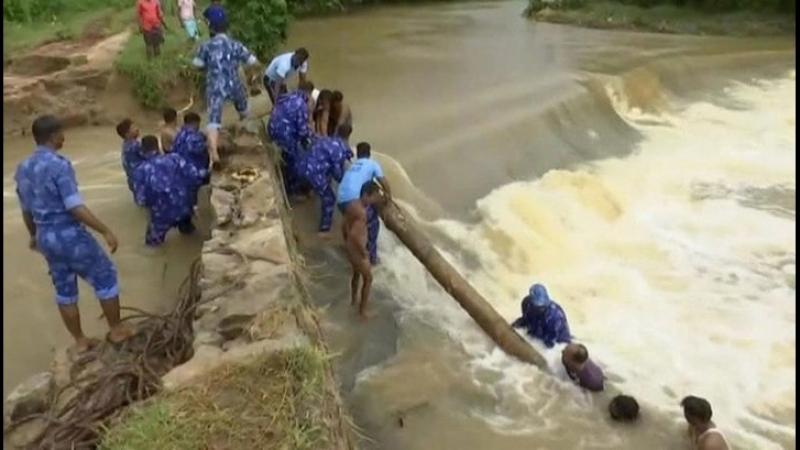 Наводнение в Индии жертв уже 357