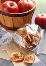 Яблочные чипсы со специями, 60 ккал на 100 г