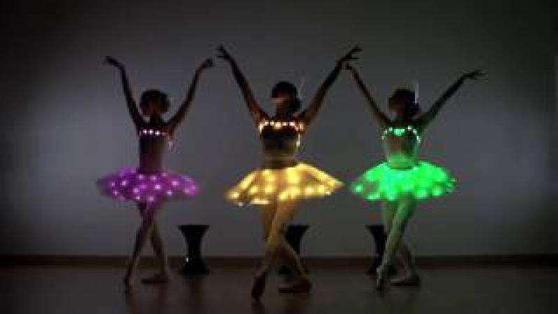 Барби, Винкс и Братц - Танец светящихся Кукол