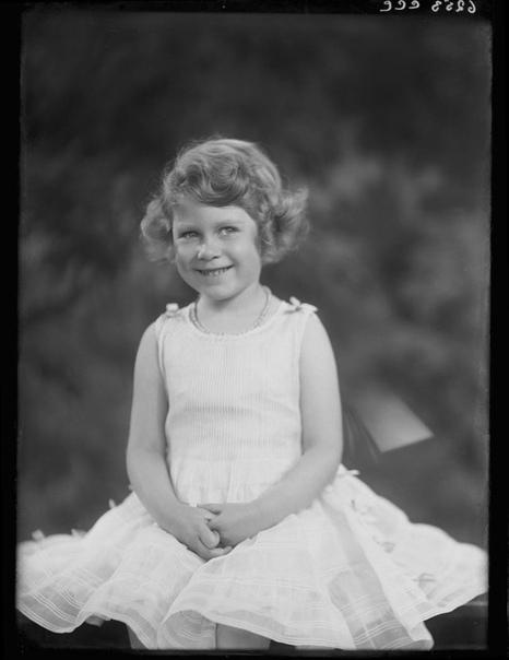 На фото: Королева Великобритании в детстве.