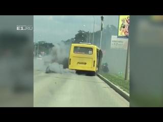 Огненный «Шайтан-Богдан»: в Академическом на ходу загорелся автобус
