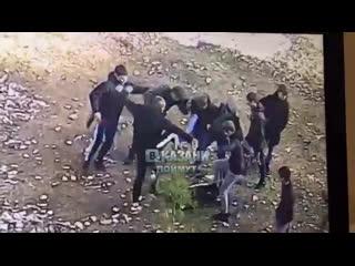 Избивают толпой одного 😕 vk.com/vkazani