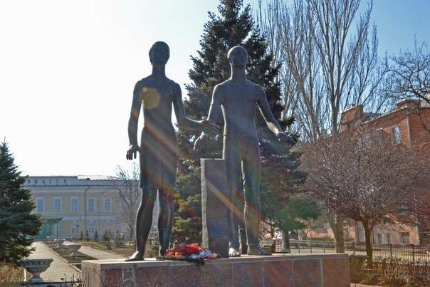 Стелу «Города воинской славы» решено поставить на месте памятника «Клятва юности»!