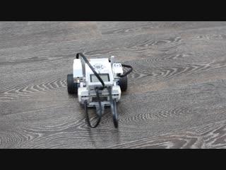 Робот с гироскопическим датчиком
