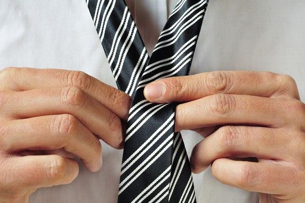 ВИДЕО: 9 стильных способов завязывать галстук →