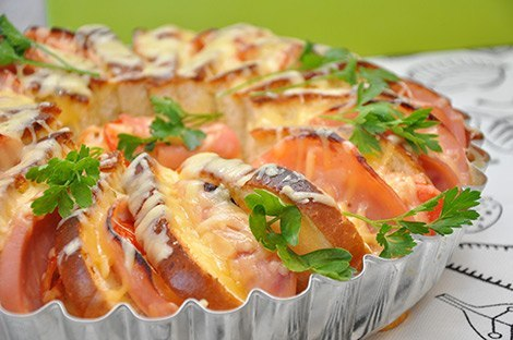 Яичный коблер — завтрак для всей семьи    Любите бутерброды на завтрак? Тогда этот рецепт поможет Вам накормить завтраком большое семейство.     Ингредиенты:    - 1 нарезной белый батон,    - 4 яйца,