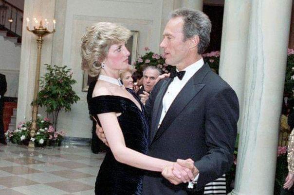 Принцесса Диана и Клинт Иствуд танцуют на званом вечере