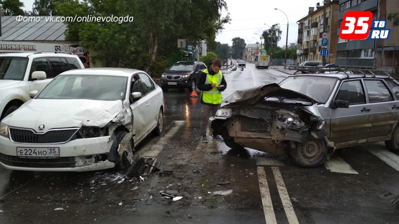Автомобилисты не поделили перекрестки в Вологде