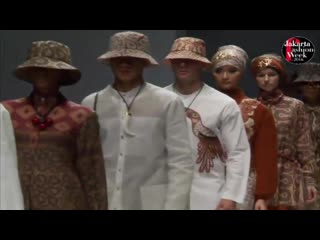 Alexey k. for itang yunasz s at jakarta fashion week