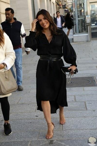 Моника Беллуччи покидает вечеринку в Милане