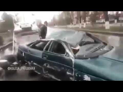 В Павлодаре Пьяный водитель BMW выехал на встречную полосу и врезался в ВАЗ