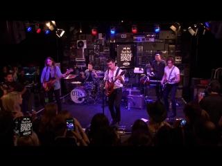 Arctic Monkeys - Do I Wanna Know (Live)
