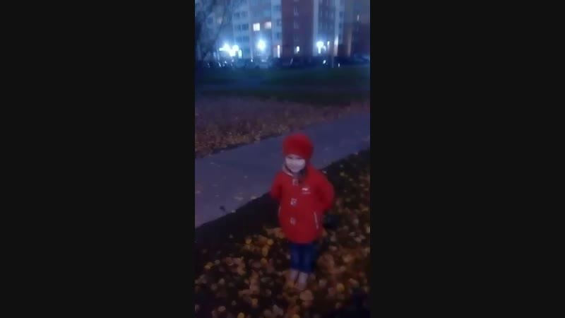 Раскидать листья - это святое!)