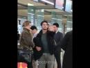 аэропорт дилан и томас как обычно ведут себя как парочка а ки хонг просто вздыхает ибо он устал