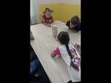 Как занять школьника летомГородской лагерь Divocamp! Даже между мастер-классами дети заняты!)