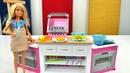 Видео для детей. Игры в куклы про жизнь Барби. Кухня