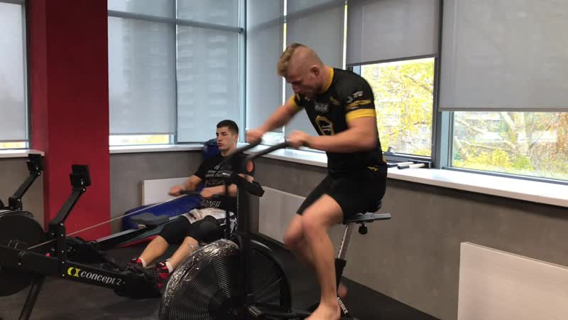Давид Козма проходит тренировочные сборы в Академии единоборств РМК