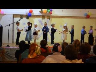 Группа детского сада под руководством воспитателя Смирновой И.С. с танцем