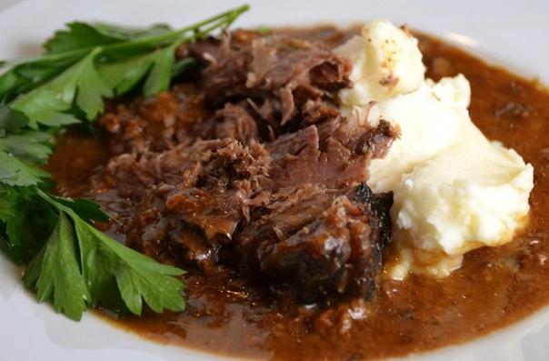 рецепты идеального жаркого - вкусные и разнообразные. рецепты идеального жаркого в современной российской кухне словом «жаркое» часто называют блюдо, больше похожее на венгерский гуляш мясо, тушенное с картофелем, другими овощами и специями после