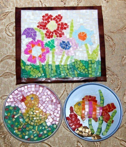 АППЛИКАЦИЯ ИЗ ПЛАСТИКОВЫХ БУТЫЛОК Из пластиковых бутылок всех цветов можно заготавливать мозаичные детали для полезной детской игры. Необходимо нарезать пластик квадратиками, треугольниками и