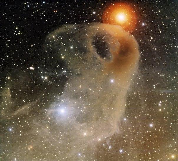 """Темная туманность LBN 777 """"Орлиная Голова"""" из созвездия Тельца."""