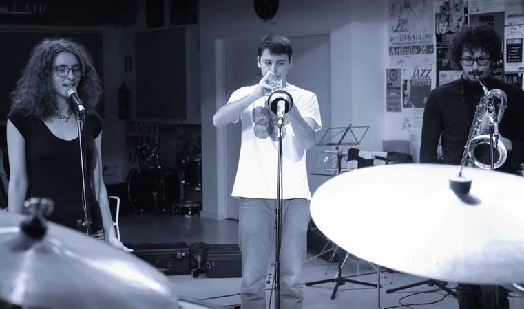Tenderly Joan Chamorro presenta Joan Mar Sauque Luigi Grasso-- Magali Datzira voz