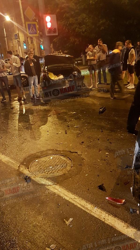В центре Курска пьяная автомобилистка устроила тройное ДТП