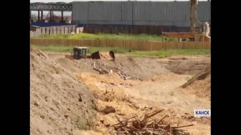 В Канске разыскивают предпринимателей, которые закапывали опилки прямо посреди промзоны