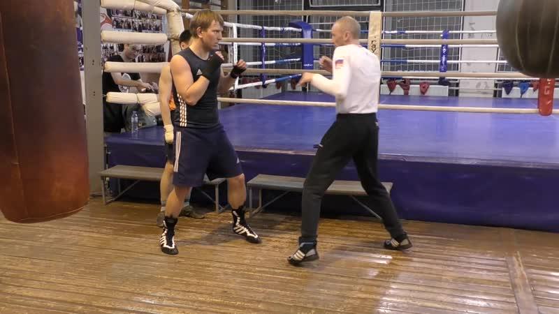 Бокс - Челнок, уклон, удар через руку
