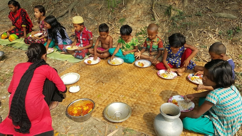 Tomato Eggs Curry - Real Kids Picnic Of Different Village Children - Tasty Boiled Eggs Curry