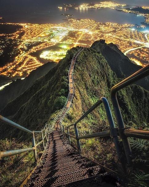 Лестница Хайку или Лестница в рай (Оаху, Гавайи)