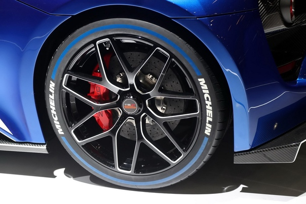 Обзор:Zenvo TSR-S Grotta Azzura Blue Двигатель: 5.8 V8 с двумя механическими нагнетателями Мощность: 1193 л.с. при 8500 об/мин Крутящий момент: 1100 Нм Макс. скорость: 325 км/ч огр.Разгон до