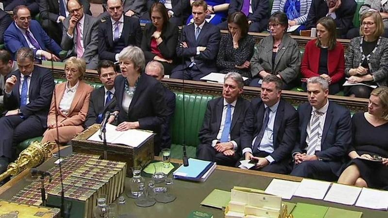 Премьер-министр Великобритании Тереза Мэй отложила голосование впарламенте поBrexit